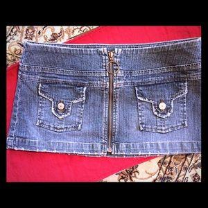 Blue Asphalt size 7 jean mini skirt.